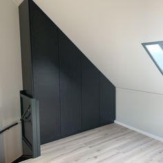 💚 Read Pretty Loft Small Home Inspiration That Will Give You Extra Floor Space 🛋 Inspi Attic Loft, Loft Room, Attic Rooms, Attic Spaces, Bedroom Loft, Small Room Decor, Small Room Bedroom, Small Bedrooms, Tiny Living Rooms