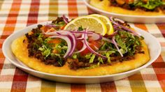 I replaced the beef with roasted garlic hummus but spiced lentils could also work! - Best Recipes Ever - Turkish Salad Pizzas
