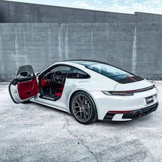Voiture de luxe BMW Audi Ferrari Lamborghini Buggatti Now, they've got amazingly at ease, Luxury Sports Cars, Best Luxury Cars, Sport Cars, Porsche Classic, Porsche Panamera, Porsche Sports Car, Porsche Cars, Ferrari Car, Porsche Carrera