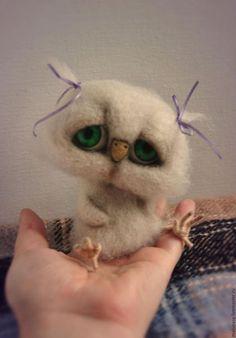 Купить или заказать Зеленоглазая совушка Любаша в интернет-магазине на Ярмарке Мастеров. Маленькое и грустное зеленоглазое очарование - совушка Любаша. Рост совушки ок.11 см, лапки на каркасе.