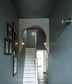 Solid color entry way