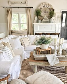 Adorable 70 Beautiful French Country Living Room Ideas https://moodecor.co/2077-70-beautiful-french-country-living-room-ideas/