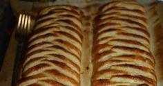 El secreto de esta receta está en dos ingredientes clave: la besamel que junto al queso aporta una increíble cremosidad y el azúcar moreno... Comida Pizza, Bakery Recipes, Empanadas, Tapas, Food And Drink, Yummy Food, Bread, Stuffed Peppers, Cooking