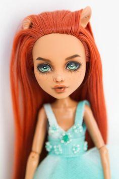 Monster hohe Repaint / Monster hohe Ooak / Custom Monster hohe | Etsy Custom Monster High Dolls, Monster High Repaint, Ooak Dolls, Art Dolls, New Hair, Handmade Art, Handmade Dolls, Howleen Wolf, Handmade Clothes
