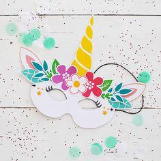 Un masque de licorne à fabriquer, à imprimer sur notre blog ! #licorne #diy #bricolge #carnaval Lola Martin, Activities For Kids, Crafts For Kids, Unicorn Mask, Pajama Party, Unicorn Birthday, Mask For Kids, Doodle Art, Mardi Gras