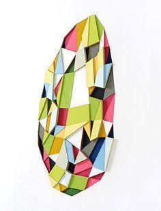 Des polygones de papier en couleur pour des formes géométriques                                                                                                                                                      Plus