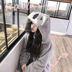 Ulzzang Korean Girl, Cute Korean Girl, Asian Girl, Cute Girl Pic, Cute Girls, Korean Picture, Aesthetic Grunge Outfit, Jung So Min, Cute Coats