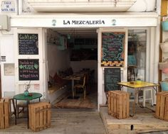 La Mezcaleria restaurant. Carrer de la Santa Creu 3 Dalt Vila, 07800. Tel. +34 971 090 218