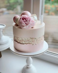 Check out this beautiful cake. So lovely Credit  Elegant Birthday Cakes, Cute Birthday Cakes, Beautiful Birthday Cakes, Birthday Cakes For Women, Gorgeous Cakes, Pretty Cakes, Cute Cakes, Amazing Cakes, Cake Shop Design