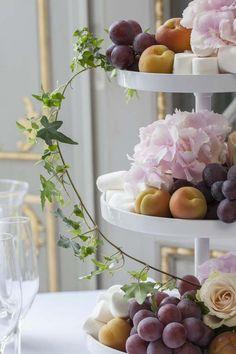 Pynt et vakkert festbord til bryllupet   Inspirasjon fra Mester Grønn Buffet, Table Decorations, Wedding, Home Decor, Valentines Day Weddings, Decoration Home, Room Decor, Weddings, Home Interior Design