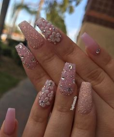 Opting for bright colours or intricate nail art isn't a must anymore. This year, nude nail designs are becoming a trend. Here are some nude nail designs. Elegant Nail Designs, Elegant Nails, Cute Nail Designs, Rhinestone Nails, Bling Nails, Glitter Nails, Fancy Nails, Cute Nails, Pretty Nails