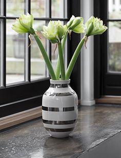 Die große silberne Omaggio-Vase, auch wunderbar als Bodenvase geeignet.