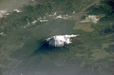 Japan's iconic Mount Fuji as seen from space. The photo was taken by an astronaut onboard the International Space Station on 27 May Earth And Space, Monte Fuji, Volcan Eruption, 4k Photography, Fuji Mountain, Space Mountain, Earth Photos, 1 Gif, Les Religions