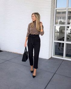 My imaginary closet Winter work outfit ❤️ (P. Recommend sizing up one size in these H&M pants! Casual Work Outfits, Winter Outfits For Work, Business Casual Outfits, Classic Outfits, Work Attire, Office Outfits, Summer Outfit, Turtleneck Outfit, Cashmere Turtleneck
