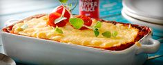 Hauska muunnos perinteisestä lasagnesta, jonka jauheliha ja pastalevyt on korvattu mausteisella kanalla ja tortilloilla. Tarjoile vihersalaatin ja herkullisen salsan kera.