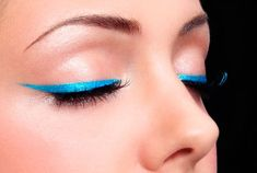 How to wear turquoise eyeliner for summer makeup routine? Smokey Eyeliner, Eyeliner Looks, Pencil Eyeliner, Color Eyeliner, Perfect Eyeliner, Best Eyeliner, Cute Makeup, Gorgeous Makeup, Make Up