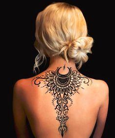 Henna Tattoo Designs, Sexy Tattoos, Henna Tattoo Back, Henna Style Tattoos, Back Henna, Back Of Neck Tattoo, Henna Body Art, Hamsa Tattoo, Tattoos Skull