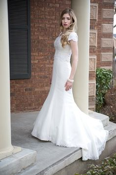 Trendy STUNNING wedding dress for RENTAL amazing and SO affordable
