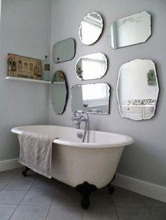 5 conseils pour décorer joliment ses murs - Frenchy Fancy#conseils #décorer #fancy #frenchy #joliment #murs #pour #ses Beautiful Mirrors, Beautiful Bathrooms, Modern Bathroom, Bathroom Vintage, Small Bathroom, Baños Shabby Chic, Bad Styling, Bathroom Wallpaper, Mirror Bathroom