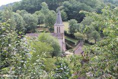 Belcastel (Aveyron, France) Un petit coup d'oeil au village, en montant vers le château fort.