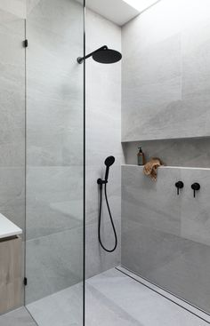 Using large tiles in your bathroom shower is easy, and you can avoid numerous tile cuts. Bathroom Design Luxury, Bathroom Layout, Modern Bathroom Design, Bathroom Ideas, Bathroom Tile Designs, Budget Bathroom, Home Tiles Design, Minimalist Bathroom Design, Shower Designs