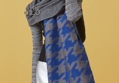 Overcome grey days with an oversized grey wrap! Add an electric edge to the boiled wool mix with a panel of lightning-style blue woven jacquard on a houndstooth backing.