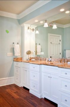 Traditional Bathroom Paint Design, Pictures, Remodel, Decor and Ideas - page 3 Murs Beiges, Colored Ceiling, Ceiling Color, Bathroom Paint Colors, Bath Paint, White Bathroom, Master Bathroom, Hall Bathroom, Bathroom Ideas