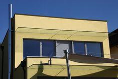Kleine Glasüberdachungen schützen die Balkon und Terrasse vor Regen. #flachdach #flachdachhaus #haus #bauen #individuell #ziegel #ziegelhaus #massivhaus #ziegelmassivhaus #wohnen #architektur #glas #steiermark #lieb #gelb #terrasse #balkon #garten Cinnamon Cream Cheese Frosting, Woodland Party, Traditional, Outdoor Decor, Home Decor, Patio, Roof Pitch, Build House, Rain