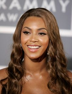 The world's most powerful working mothers : Beyonce Knowles. She is one of the leading names in the world of music/entertainment with net worth of US $450 million. In 2013, Beyonce gave birth to daughter Blue Ivy.