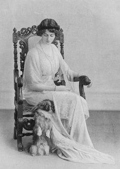 pekingese, Duchess of Sutherland,Dorothy Parker,Vogue Magazine, Fu Dog, Dog Cat, Dog Photos, Dog Pictures, Animals And Pets, Cute Animals, Pekingese Dogs, Japanese Chin, Vintage Dog