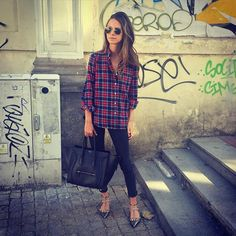 Pin for Later: 32 Lazy but Stylish Outfit Ideas For the Days You Just Don't Feel Like Trying A Red and Blue Flannel, Black Skinny Jeans, and Flats