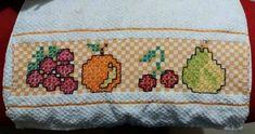Bordado em tecido xadrez - Amostra de Bordado (Detalhes sobre o bordado... Visitar) Bordado Tipo Chicken Scratch, Chicken Scratch Embroidery, Baby Dress, Needlework, Diy And Crafts, Cross Stitch, Sewing, Crochet, Fabric