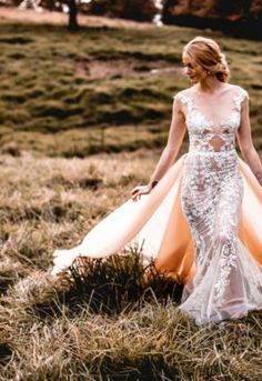 Our autumnal style shoot embraced the deep hues and colours of the changes of the . Beautiful Bride, Beautiful Dresses, Nostalgia Photography, Autumn Harvest, Prom Dresses, Formal Dresses, Sugar Flowers, Floral Style, Autumnal