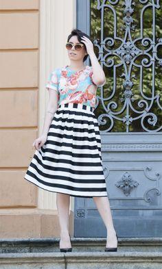 Lady Like Midi Skirt: Porsa T-shirt: Isolda Scarpin: Schutz Sunglasses: Asos