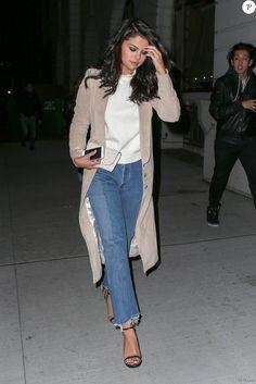 Selena Gomez est allé dîner au restaurant Nobu avec des amis dont son petit-ami supposé, Samuel Krost, à New York, le 22 janvier 2016