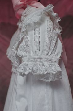 Baptism Gown, Christening Gowns, Sewing Crafts, Sewing Projects, Frocks And Gowns, Girls Smocked Dresses, Heirloom Sewing, Smock Dress, Communion