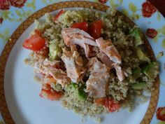 Quinoa salad w/ salmon and avocado Avocado Salad, Quinoa Salad, Food Preparation, Salmon, Frozen, Veggies, Healthy Eating, Menu, Lunch