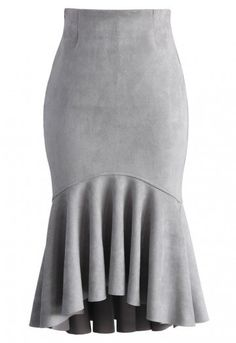Show off your lady curves with this gorgeous peplum skirt! Crafted from soft-touch suede fabric, this skirt is your new go-to piece. It's graceful enough for dates yet sophisticated and modest enough for work!  - Hi-lo peplum hem - Soft-touch suede fabric finished - Concealed side zip closure - No lining - 95% Polyamide, 5% Spandex - Dry clean only  Size(cm)  Length   Waist XS       72-75    60 S        72-75    64 M        72-75    68 L        …