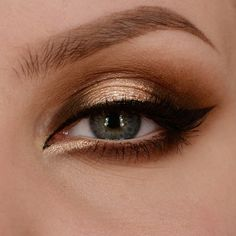 Ögon:MAC - Extra Dimension Eye Shadow (Sweet Heat)MUG - Eyeshadow (Currupt, Cocoa Bear & Bitten)IsaDora - Flex Tip Eyeliner (Black)Lancôme - Hypnôse MascaraVelour Lashes - You Complete Me Ögonbryn:Anastasia Beverly Hills - Brow Wiz (Dark Brown)Anastasia Beverly Hills - Brow Pro Palette (Taupe)L'oréal - Brow Artist Plumper (Medium/Dark)