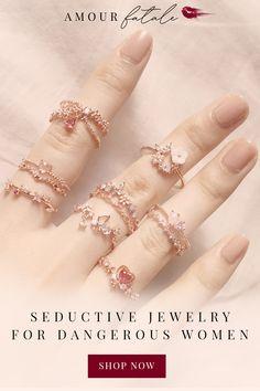 Handmade Wire Jewelry, Funky Jewelry, Cute Jewelry, Body Jewelry, Unique Jewelry, Bug Clothing, Women Romance, Uniform Ideas, Jewelry Design Drawing