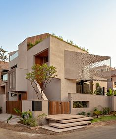 abraham john architects' chhavi house recalls traditional indian architecture - Dr Wong - Emporium of Tings. Architecture Renovation, Facade Architecture, Residential Architecture, Indian Architecture, Compound Wall, Indian Homes, 3d Home, House Elevation, Terrace Garden
