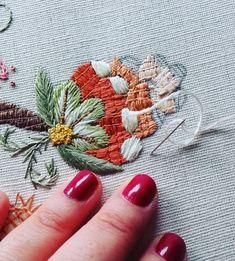 ricamomano #broderiemain #broderie #embroidery #needleart #needlepoint #needlework #madeinportugal #bordadoaseda #silkthreads #wip #bordadosdecastelobranco #textilart #agulhaelinha #handmade #bordado #bordadoàmão #stitchers #textilart #artesanato #artsandcrafts #bordadoaseda #silkwork Embroidery Applique, Embroidery Stitches, Crafts To Make, Arts And Crafts, Little Stitch, Satin Stitch, Hand Stitching, Needlework, Cross Stitch