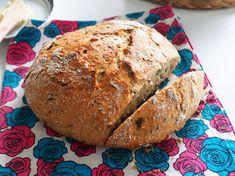 Sain eilen blogikommentin vanhaan postaukseeni, jossa on resepti mielettömän hyvään kaura-chialeipään.Vastasin kommenttiin ja ajattelin, että pitäisi kyllä ehdottomasti tehdä pataleipää itsekin taas pitkästä aikaa. Eilen illalla ennen nukkumaanmenoa päätin vielä sekoittaa leivän ainekset k… My Favorite Food, Favorite Recipes, My Favorite Things, Bun Recipe, Bakery, Tasty, Bread, Mozzarella, Healthy