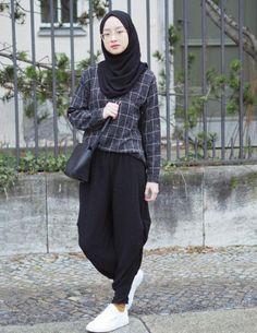 New Style Hijab Remaja Jeans Ideas Modern Hijab Fashion, Street Hijab Fashion, Hijab Fashion Inspiration, Muslim Fashion, Modest Fashion, Look Fashion, Urban Fashion, Trendy Fashion, Fashion Outfits
