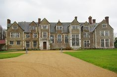 Loseley House, where Elizabeth I stayed with Robert Dudley in 1569. Photo by Andrew Mathewson CC BY-SA 2.0.