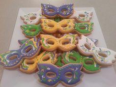 Mardi Gras masquerade cookies by MerciBeauCookies.blogspot.com