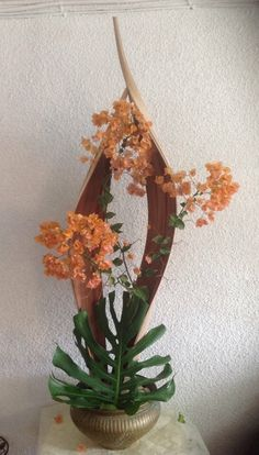 Designed by Anthia Lofitou Flower Arrangement Designs, Ikebana Flower Arrangement, Ikebana Arrangements, Flower Designs, Deco Floral, Arte Floral, Floral Design, Tropical Floral Arrangements, Flower Arrangements Simple