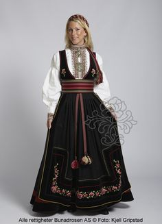 Beltestakk fra Telemark - BunadRosen AS Norwegian Clothing, Norwegian Style, Ethnic Fashion, Womens Fashion, Costumes Around The World, Scandinavian Fashion, Global Style, Folk Costume, Summer Outfits Women