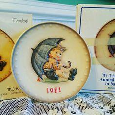 Www.thehartyhoca.com  #etsy #onlineshop #linkinbio #vintage #hummel #porcelain #plate #goebel #annual #decorativeplate #collectables #home #homedecoration #knickknacks #history #unique #beautiful #buyitnow
