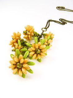 Vezsuzsi gyöngyei: Márciusi tanfolyamaim az Igazgyöngyben. Beaded Flowers, Seed Beads, Beading, Beadwork, Jewelry Making, Wreaths, Pearls, Earrings, Flower Jewelry